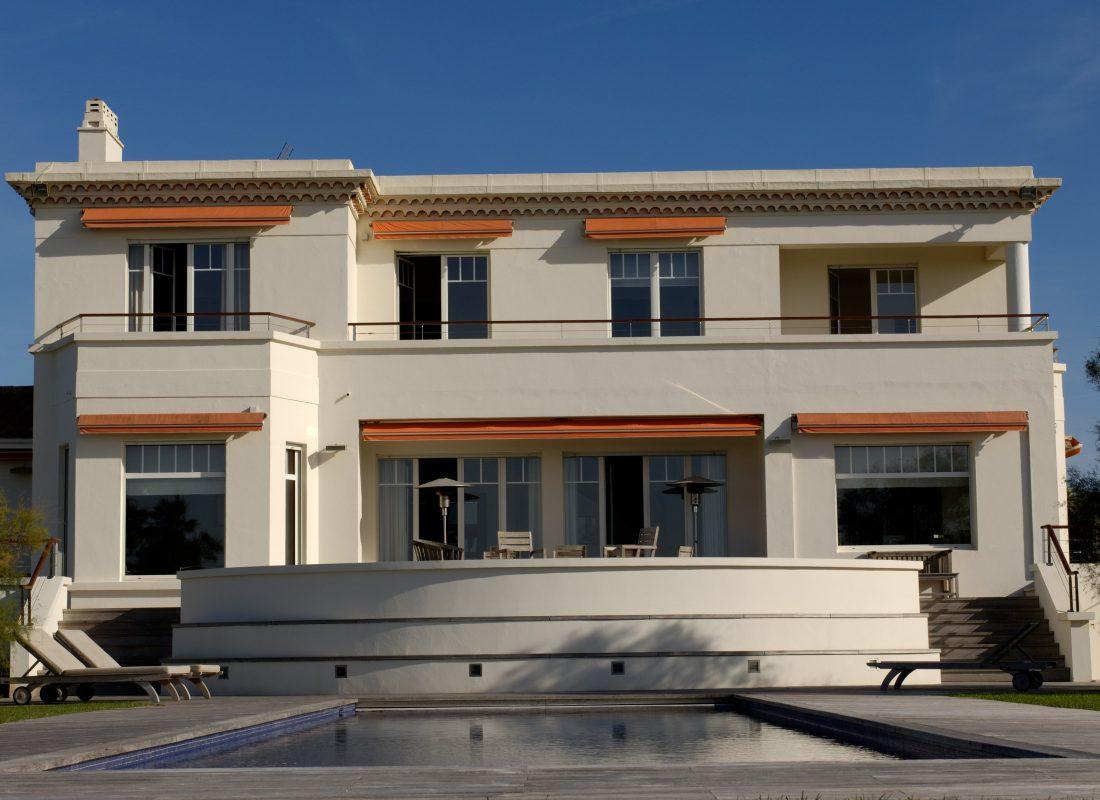 Propriétés d'architecture contemporaine